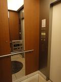 エレベーター内部です。