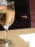 グラスで白ワイン