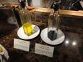 オリーブオイルとバルサミコ酢