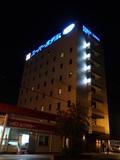 新しく、温泉や朝食サービスがあり、駅にも近いホテル