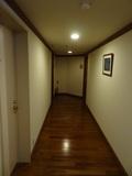 部屋の右手側通路
