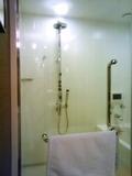 広々シャワー&ジャグジー付バスルーム