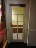 ジュニアスイートの部屋の扉