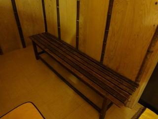 脱衣室のベンチ