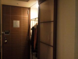 客室扉とクローゼット