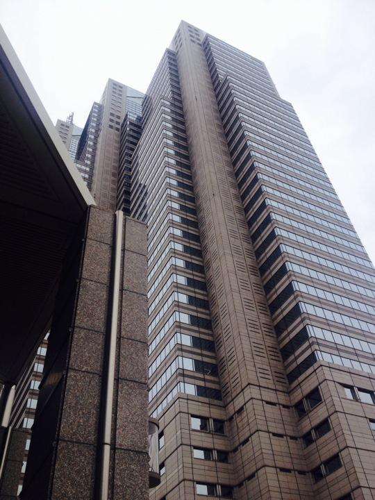 ホテルを地上から眺めると