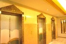 エレベーター前の広場