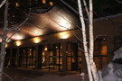 夜の定山渓鶴雅リゾートスパ森の謌のロビー付近