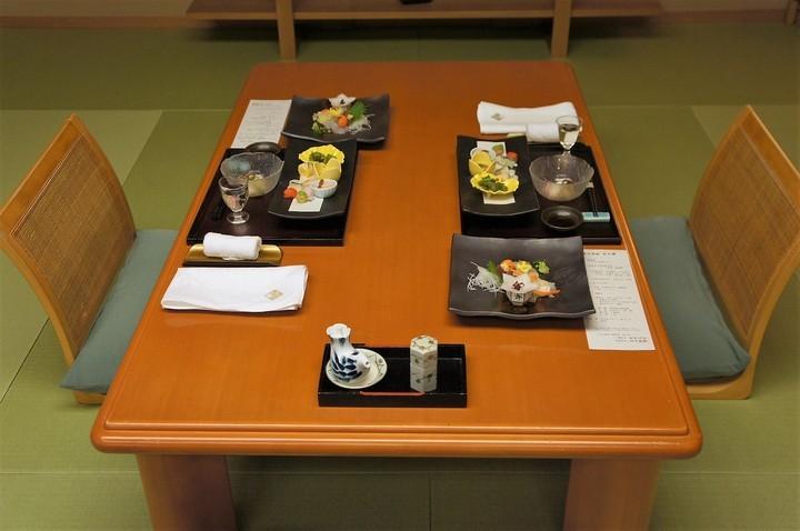 夕食テーブル