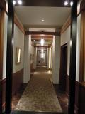 浴室からエステルームへ続く廊下
