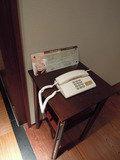 フロントにもつながる電話