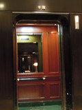 本館と別館の間にあるエレベータ