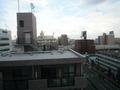 部屋から見た向かい側のマンション