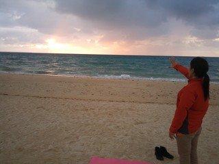 プライベートビーチでのヨガ教室
