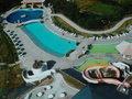 部屋から見たホテルのプール