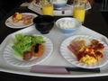 朝食バイキング盛り付け(1)