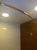 バスルームのカーテンレールが湾曲型で~す!