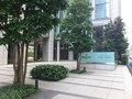 道順②青っぽいホテルの看板が見えてきます