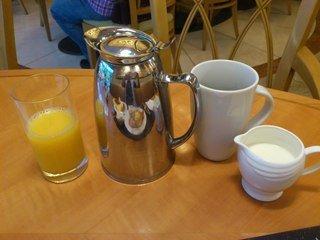 朝食ブッフェのコーヒー