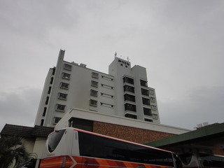 海沿いに立つ旅館