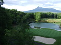 函館大沼プリンスホテルから見た駒ヶ岳とゴルフコース