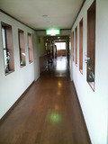 藤七温泉彩雲荘の客室へ通ずる廊下