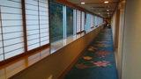 ホテルアンビア松風閣の綺麗な絨毯と廊下