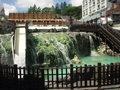 すぐ近くの草津温泉の名物湯畑
