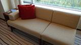 ヒルトンニセコビレッジの部屋のソファ