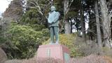 山のホテルの庭園にある小田急電鉄創業者安藤楢六翁之像