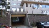 リ・カーヴ箱根の通りから駐車場に向かう南館のトンネル