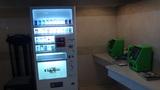 リ・カーヴ箱根の1Fロビーのたばこの自動販売機と公衆電話