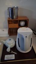 リ・カーヴ箱根の客室の湯沸しポットと急須