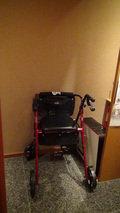 嵯峨沢館のロビーに備え付けてある簡易車椅子
