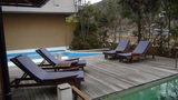 嵯峨沢館の子供用プールと休憩用チェア