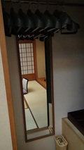嵯峨沢館の部屋のクローゼットとハンガー