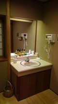 嵯峨沢館の貸切風呂「四季の湯」の一つ「海石溜」の洗面台