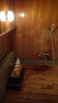 嵯峨沢館の貸切風呂「四季の湯」の一つ「海石溜」のシャワー