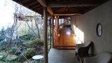 嵯峨沢館の風呂へ続く半野外の廊下