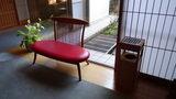 嵯峨沢館の廊下にあった喫煙所の出来るベンチ