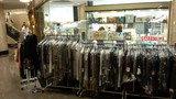 ホテルニューオータニ幕張の売店で行われていた洋服のセール