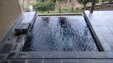 源泉と離れのお宿月の部屋の露天風呂
