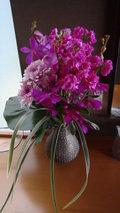 源泉と離れのお宿月の部屋の生けてあった生花