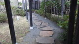 源泉と離れのお宿月のがけ下の露天風呂に続く小道