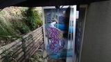 源泉と離れのお宿月のなぜか露天風呂の前に貼ってある絵画