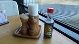 嬬恋プリンスホテルの朝食の机の上に置いてある調味料