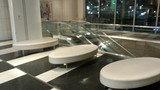 東京ドームホテルの4F入り口(東京ドーム側)のソファ