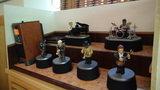 白骨の名湯 泡の湯の娯楽室の音楽を演奏する人形