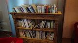 清里高原ホテルのロビーの書棚