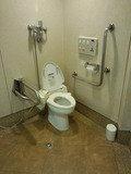 新橋愛宕山東急インのロビーにある多目的トイレ